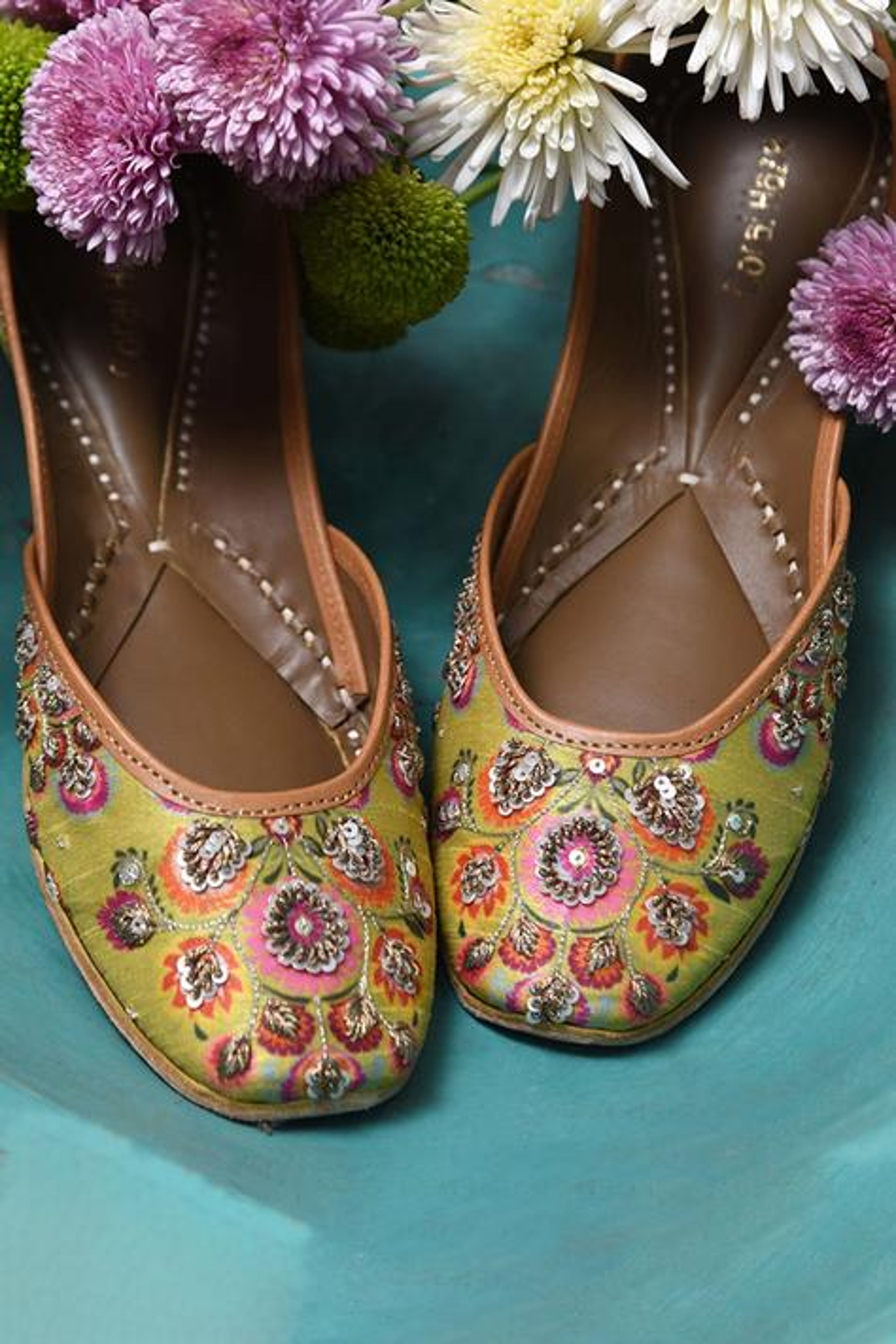 Norah Handcrafted Floral Print Juttis