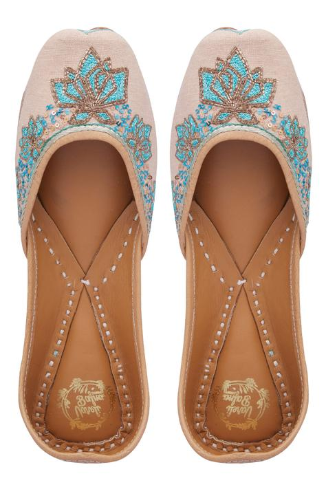 handcrafted-floral-embroidered-juttis
