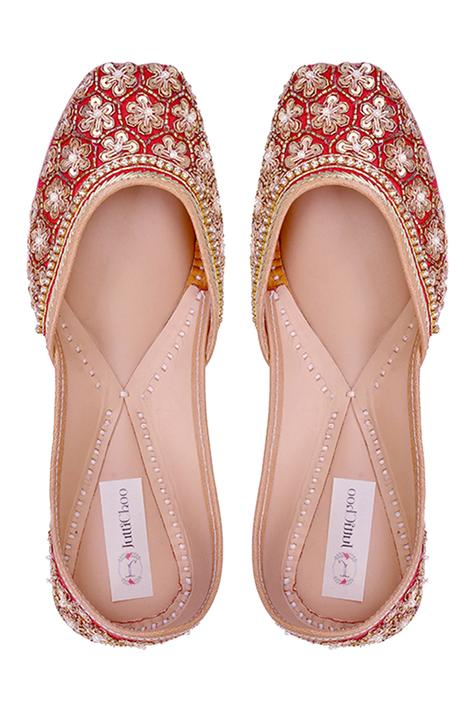 sequin-embroidered-juttis