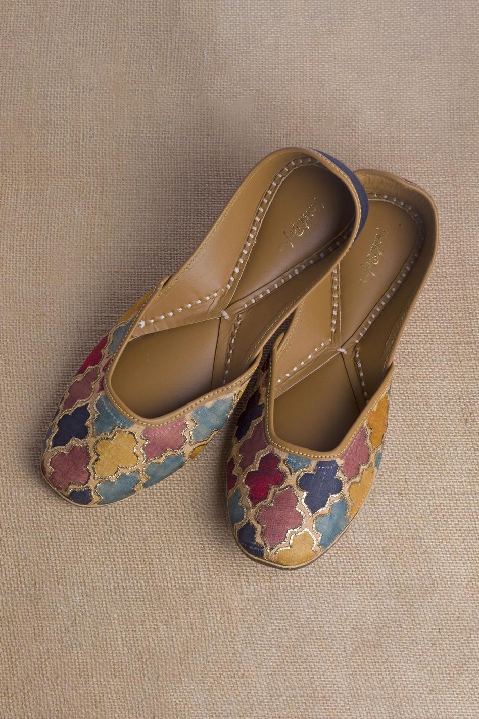 Gazania Embroidered Juttis