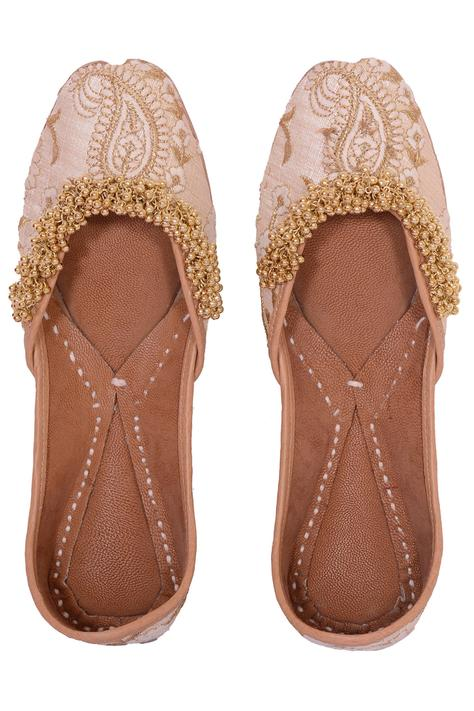 Silk Gunghroo Embroidered Juttis