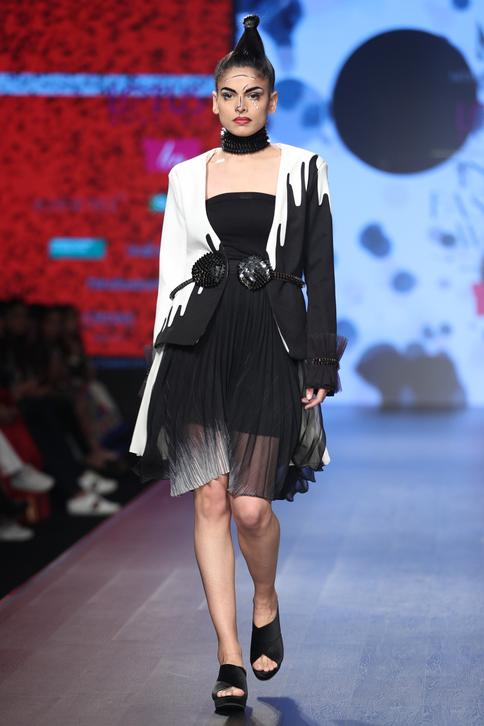 Pleated skirt with jacket