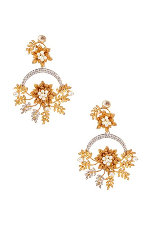 Gold earrings with leaf motif